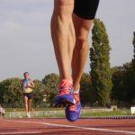Skurcze mięśni nóg na biegowej trasie – zapobiegaj zamiast leczyć!